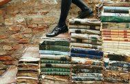 کفشهای ایتالیایی» نوشته هنینگ مانکل و ترجمه امیر یدالله پور با شمارگان ۷۷۰ نسخه، ۳۸۴ صفحه و بهای ۴۰ هزار تومان از سوی انتشارات آگه روانه کتابفروشیها شده است.
