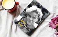 روزنوشتهای دو سال پایانی زندگی اولا-کارین لیندکوئیست، گوینده مشهور سوئدی در قالب کتابی با عنوان «مرگنامه اولا-کارین» (قایقراندن بدون پارو) با ترجمه پریسا موسوی راهی بازار کتاب شد.