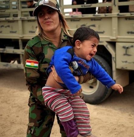 وقتی زنان لباس سربازی بر تن می کنند ... میترا داور