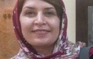 زن در روسری چهارخانه قرمز / میترا داور