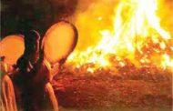 گفت که تو شمع شدی ،قبله این جمع شدی ، جمع نیم، شمع نیم ،دود پراکنده شدم... مولانا